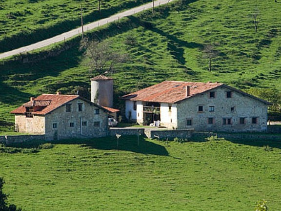 Holiday houses and farm in Camijanes, for 4 till 18 people