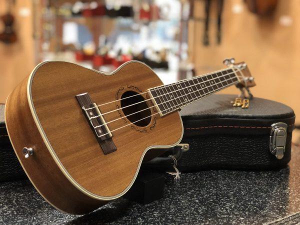 AKUA ukulele