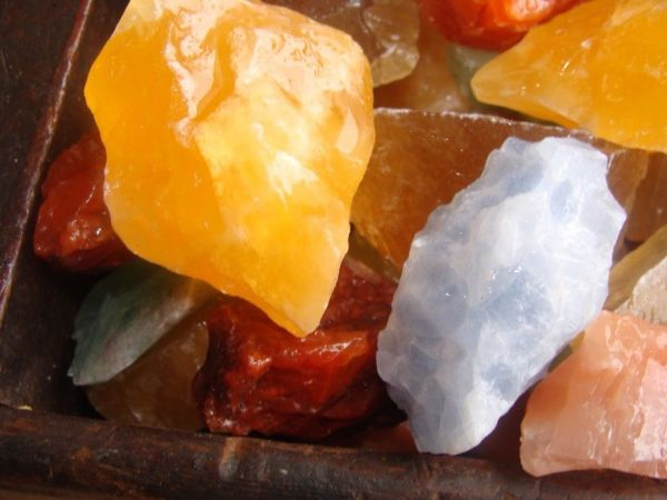 mixed calcite stone pieces crysgtal healing