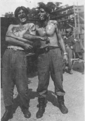 Ustaški zlikovac Miško Ratković iz Trilja, Dalmacija sa još jednim ustašom, isprljani ljudskom krvlju, posle zločina 1941.