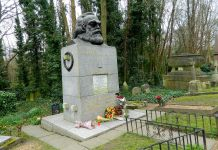 photograph of the grave and memorial to Karl Marx
