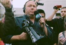 """Alex Jones"" by Sean P. Anderson licensed under CC BY 2.0 (via Flickr)."