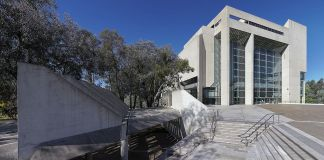 photograph of Australia High Court building