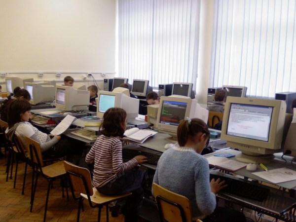 elevi-calculator-euro-200