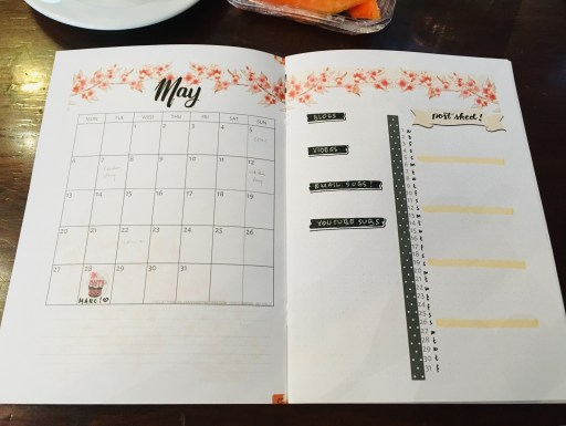 May bullet journal layout ideas - free printable cherry blossoms calendar and monthly log. #freeprintable #printablesandinspirations #bulletjournal #bujoideas #cherryblossoms #sakura