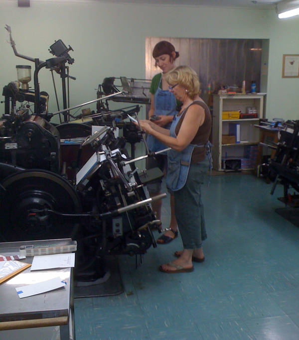 Judith and her apprentice at the press