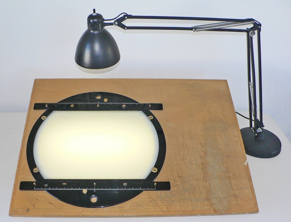 Drawing station utilizing a 16-field Chromacolour disc