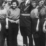 Первый командир Полигон С. Д. Дорохов с учениками одной из первых школ Приозёрска