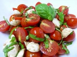 Salata od paradajza i bosiljka