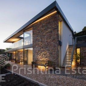 Një shtëpi moderne që kujton traditën