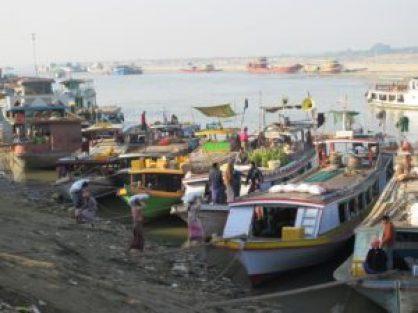 Puerto para llegar a Mingun