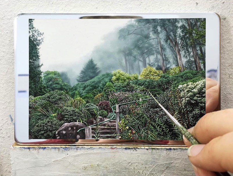 A forma com a qual a artista Natasha Bieniek explora suas pinturas de paisagens é alimentada pelo seu interesse nas formas com as quais nós, seres humanos, nos relacionamos com o mundo natural. Mais especificamente, na forma com a qual nossa presença na Terra causa um impacto no ambiente natural através do nosso mundo urbano.
