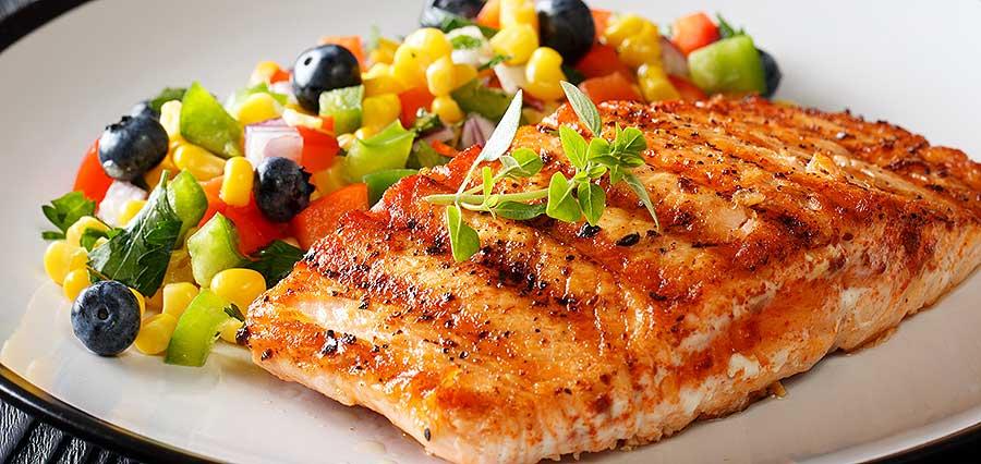 Desfrute de salmão no plano de refeição saudável para perda de peso