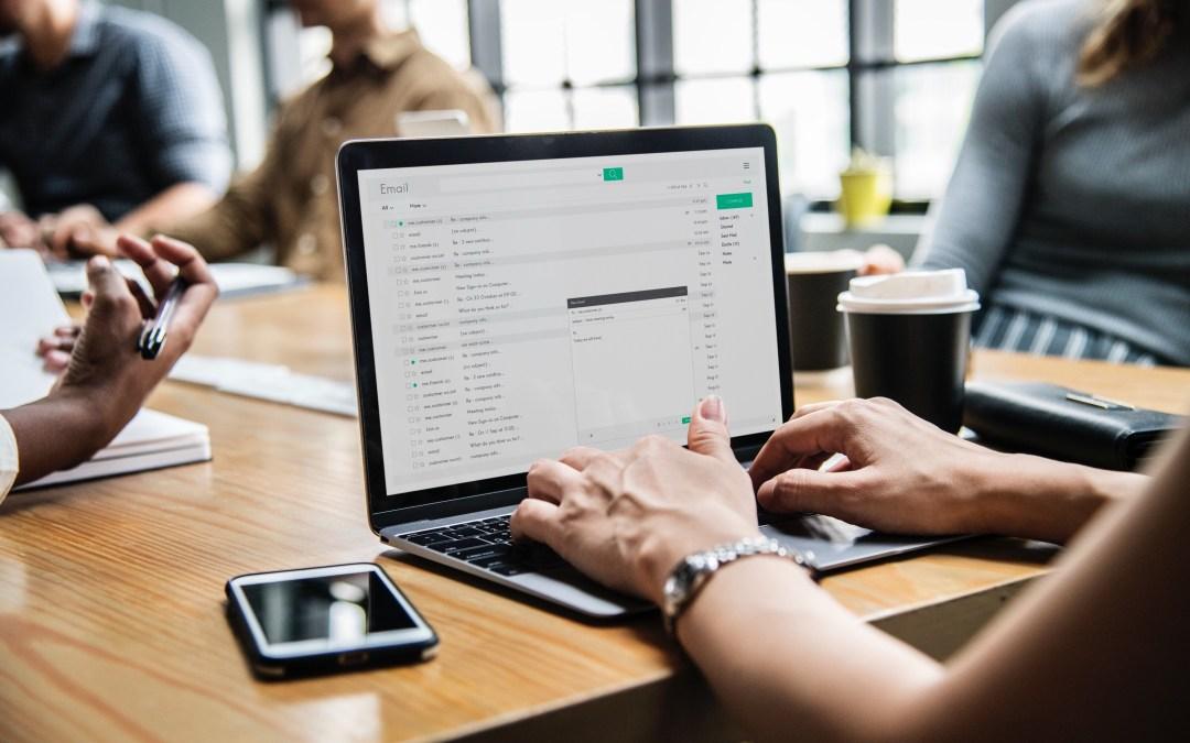 Welke technische en organisatorische maatregelen vereist de AVG bij het verzenden van e-mail?