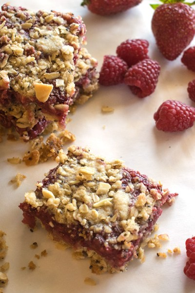 Strawberry Raspberry Breakfast Oat Bars