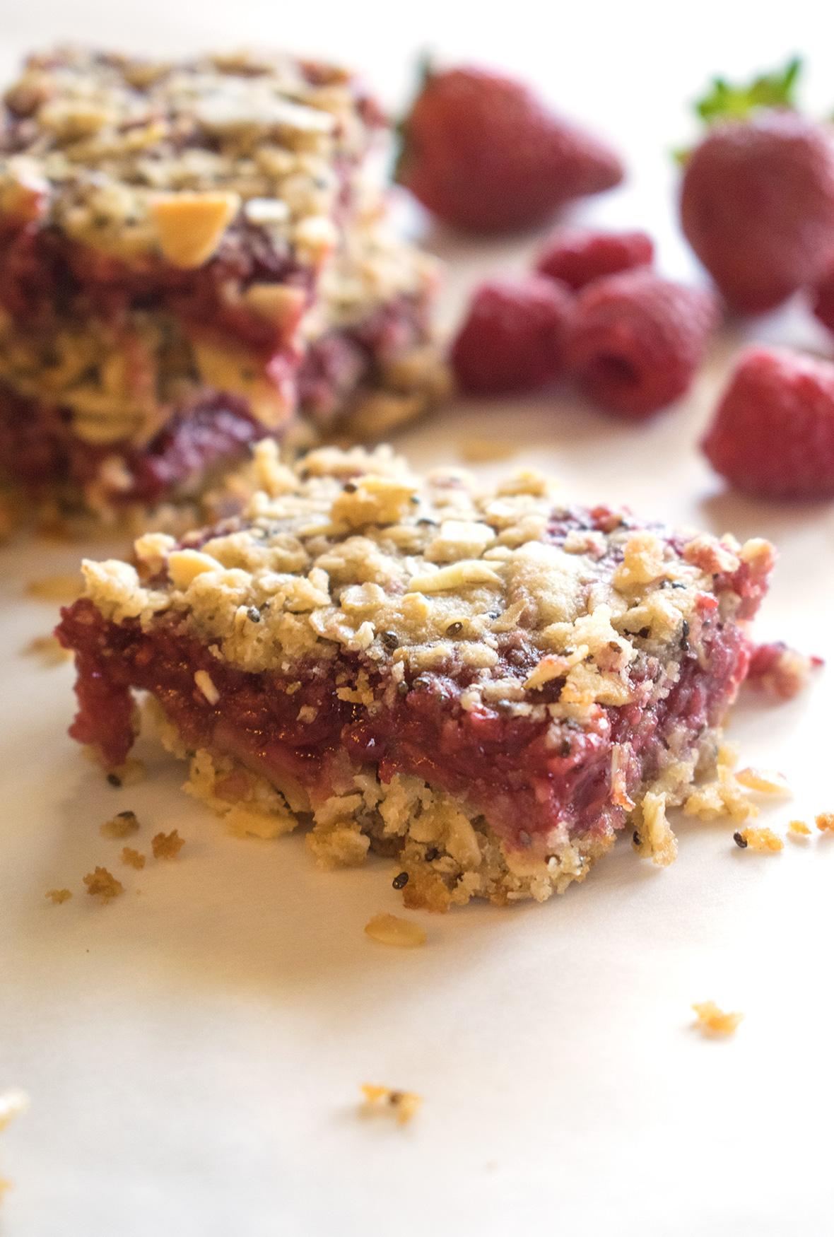 Strawberry Raspberry Breakfast Oat Bars