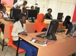 Girls training at eMobilis lab