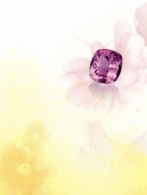 CHEERS - Kunzite 148.45ct Integrated with rare big sized, perfect color, superior brightness and clarity precious stone.