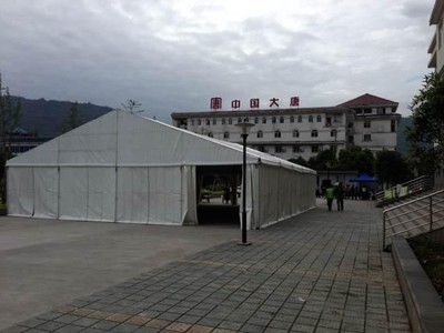 The first 180 square metres tent was built near the Temporary Emergency Center in Tian Quan County on 24 April for homeless people in the earthquake
