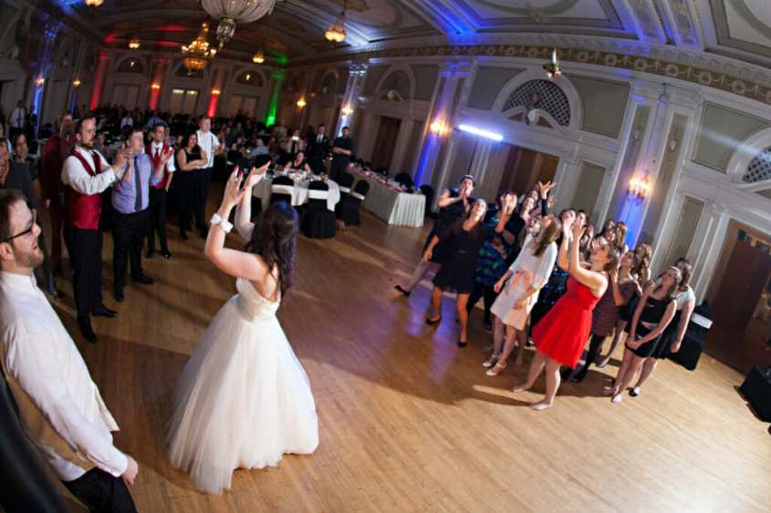 Top 25 Bouquet Toss Songs For Fun Wedding Receptions