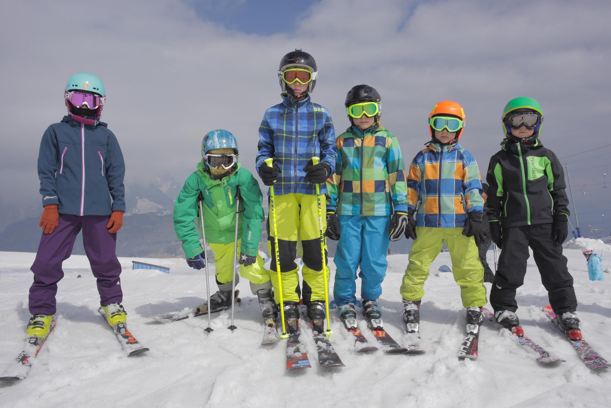 Как выбрать горнолыжное снаряжение: лыжи, палки, костюм, ботинки, шлем