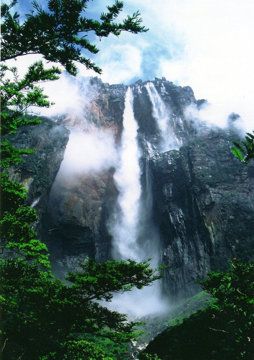Водопад Анхель — самый высокий источник самой загадочной горы