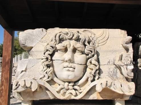 Храм Апполона в Дидиме, голова Медузы