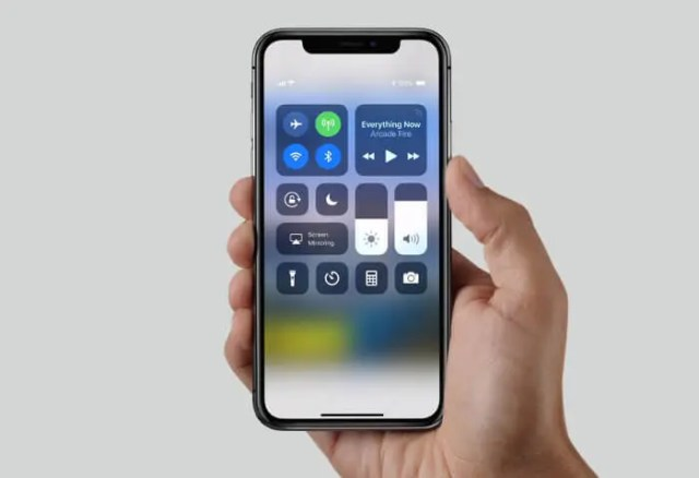 iPhone X mano