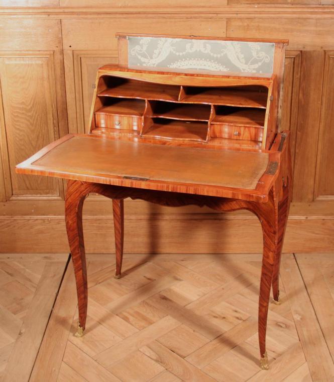 le secr taire dit bureau en capucin le magazine de proantic. Black Bedroom Furniture Sets. Home Design Ideas