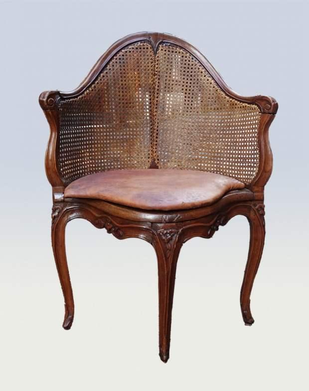 Fauteuil  De Bureau canné du XVIIIème siècle Style Louis XV.  Galerie CLOSTERMANN (c) Proantic