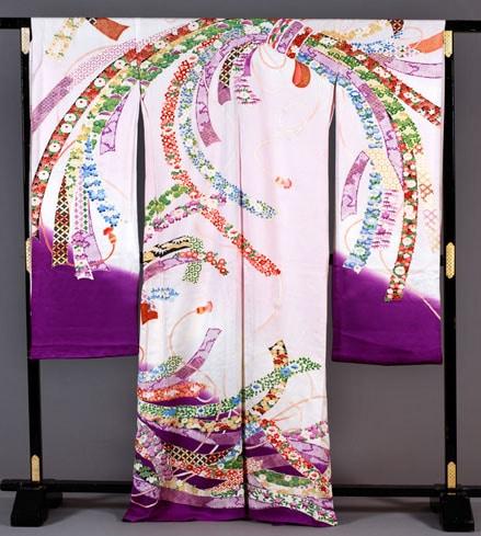 Kimono pour femme, Japon, Kyoto, Maison Ohara, 1980 Impression au pochoir sur soie. (c) Musée de l'Impression sur Etoffes de Mulhouse
