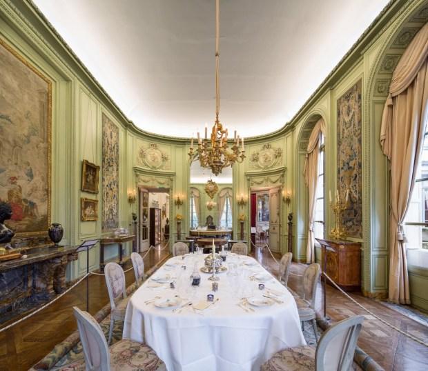 Musée Nissim de Camando, la table de salle à manger.