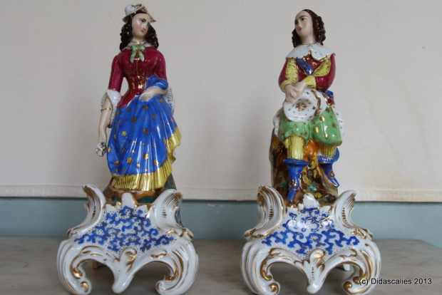 Paire de statuettes en porcelaine de Jacob Petit. (c) Didascalies, Proantic