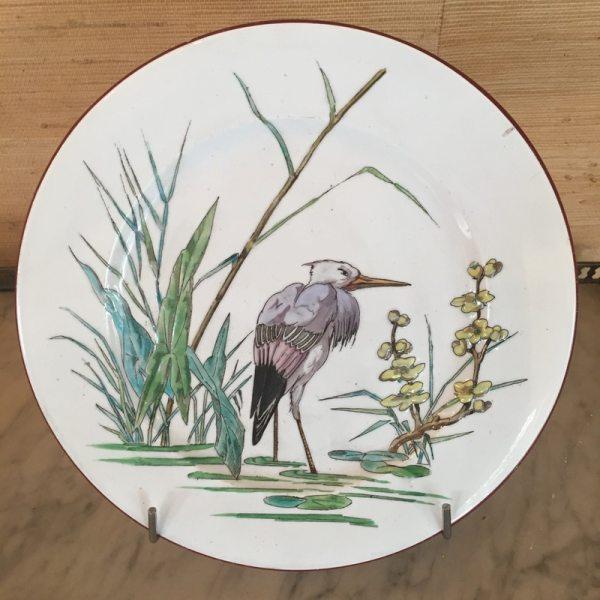 Assiette en faïence de Bordeaux au décor des grands oiseaux de Millet. (c) Jullion, Proantic