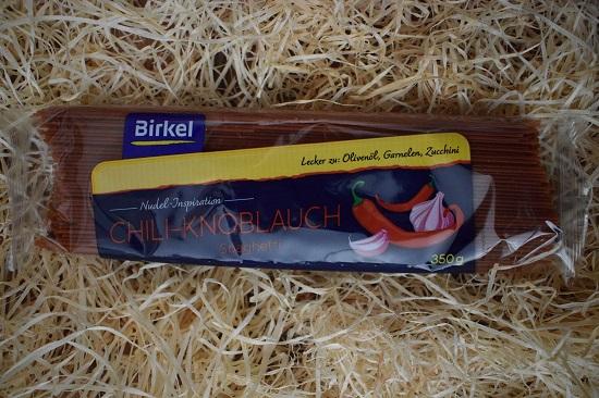 Brandnooz Box Jubelmonat Juli 2017 Birkel Chili-Knoblauch Spaghetti Probenqueen