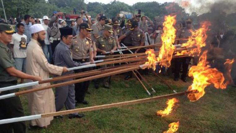 Pemusnahan mesin judi di Medan