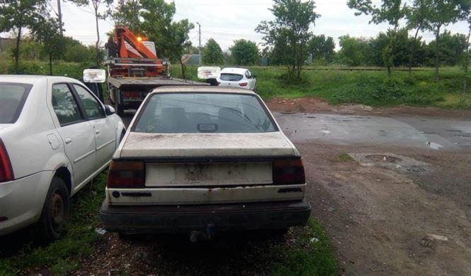 Autovehicule abandonate ridicate de Poliția locală