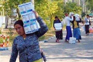 Trei sferturi dintre beneficiarii de ajutoare alimentare de la UE si-au ridicat produsele