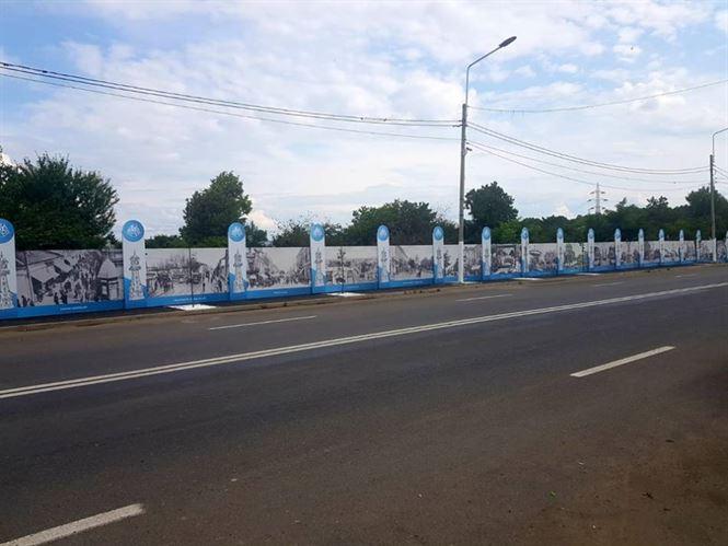 """Expoziție de imagini cu clădiri monumente istorice, pe gardul Cimitirului """"Radu Negru"""""""