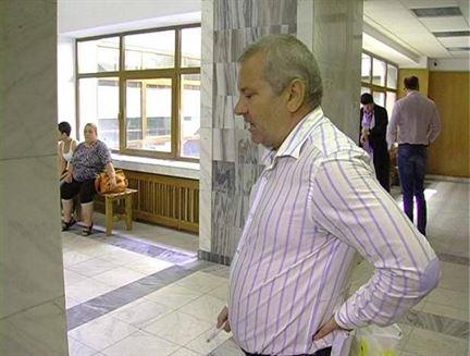 Bunea Stancu face campanie electorala in curtea de pe Rahova