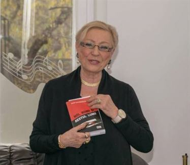 """Ziua Internaţională a Femeii marcată la Lisabona prin lansarea volumului """"O chestiune de onoare. Tânăr pentru o zi"""", al brăilencei Elena Dumitrescu-Nentwig"""