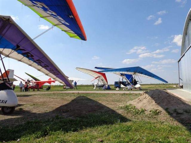 Miting aviatic pe aerodromul Vadeni