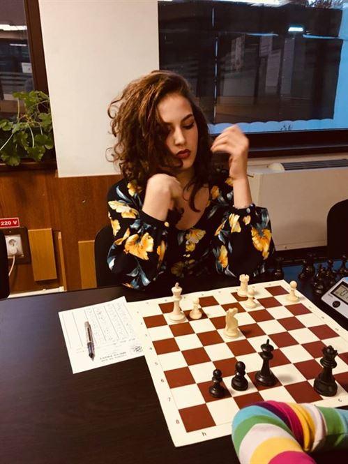5 șahiști la egalitate de puncte după primele 5 runde ale semifinalei Campionatului Național Individual de Șah Seniori