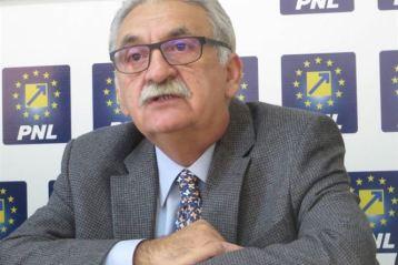 """Vasile Varga: """"Avem un guvernul ipocrit, care dă cu o mână și ia cu două"""""""