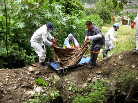 Un cuerpo hallado en una fosa clandestina en Taxco, Guerrero. Foto: Óscar Alvarado