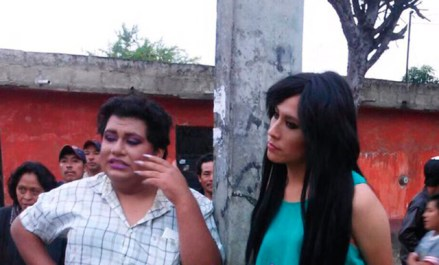 Quedín García Pérez (Chantal Palacios), Miss Gay Chiapas 2015, y Byron Montesinos (Samantha), Miss Gay Comitán 2015.  Foto: Diario Meridiano