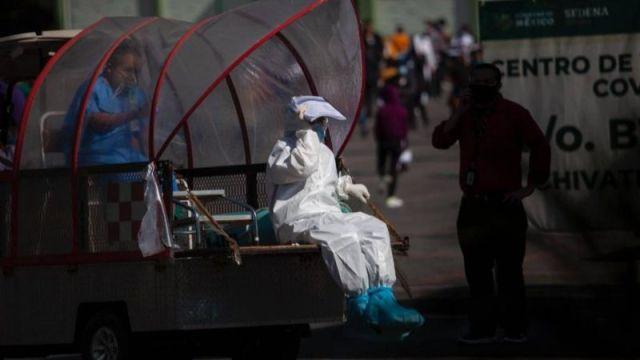 México rompe récord de contagios diarios por covid y de nuevo registra más de mil muertos