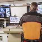 Ingeniero de sala de control de planta