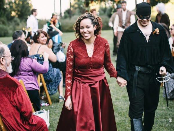 svatebni-kostymy-4