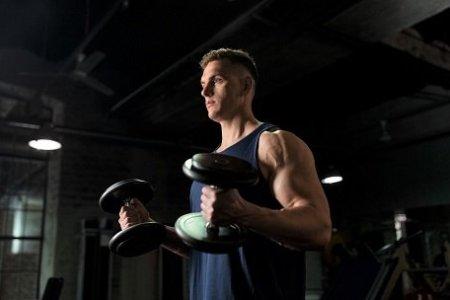 Cvičení v posilovně nejen pro začátečníky. Vyvarujte se klasických chyb